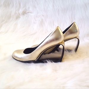 United Nude GOLD open heels sz 37 7